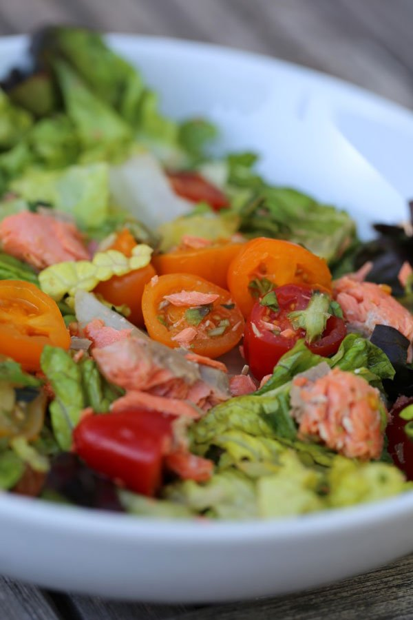 salmo and greens salad