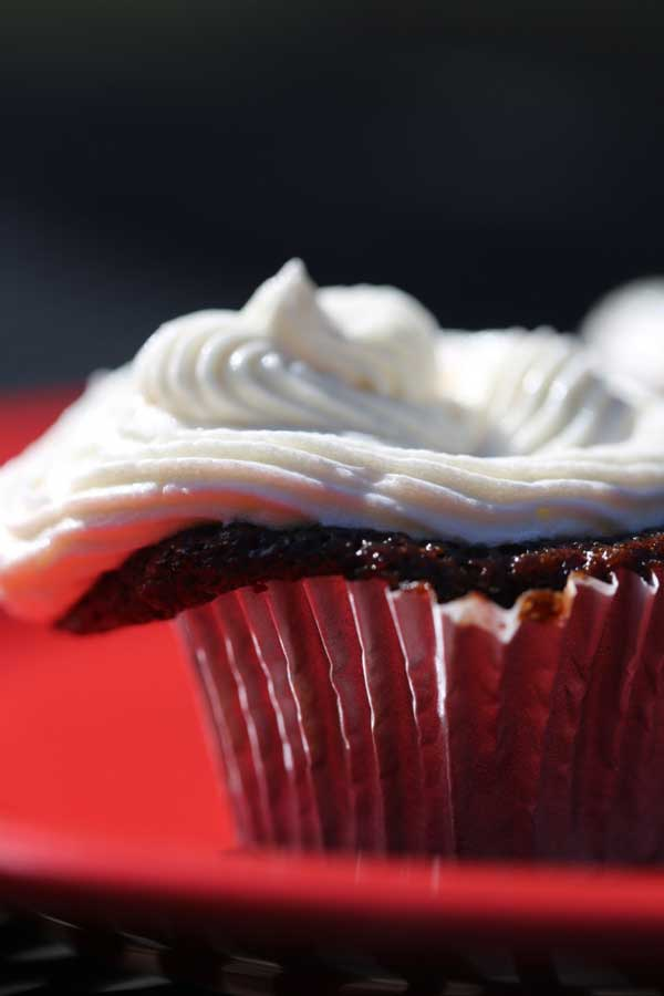 chocolate cupcakes with buttercream frosting